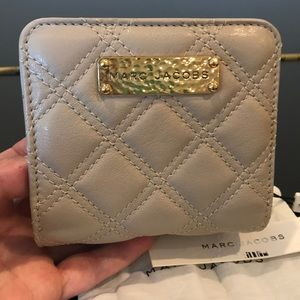 Authentic NWT Marc Jacobs beige quilted wallet